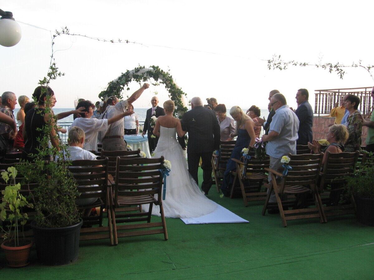 Превърнете мечтата за сватба край морето в реалност